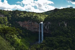 waterfalls-on-cliff-772481-1540x904